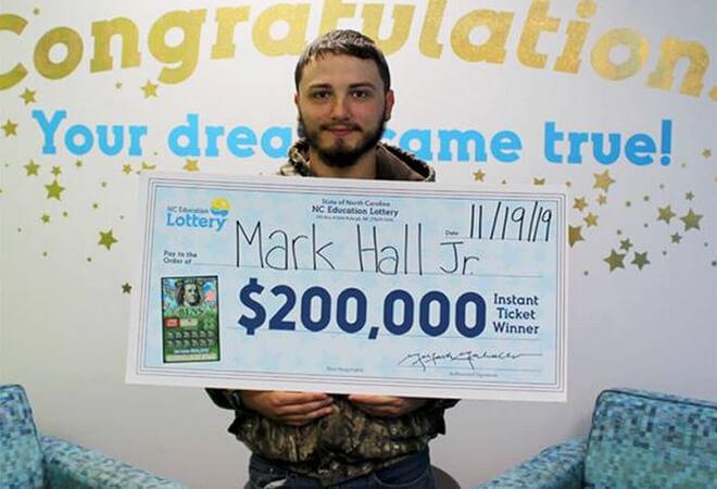 Người đàn ông may mắn ở Bắc Carolina trúng số 200 nghìn USD